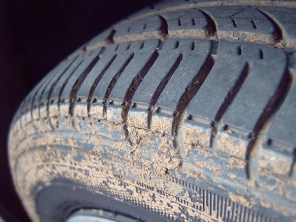 Биение руля из-за грязных колес